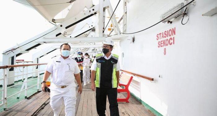 Wali Kota Makassar, Danny Pomanto meninjau kesiapan KM Umsini sebagai tempat isolasi apung pasien Covid-19