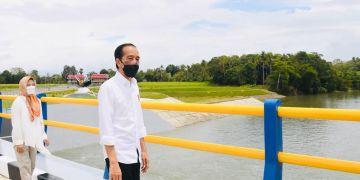 Presiden RI, Jokowi didampingi ibu negara, Iriana meresmikan Bendungan Paselloreng dan Bendungan Irigasi Gilireng di Kabupaten Wajo, Sulsel, Kamis (9/9/2021)