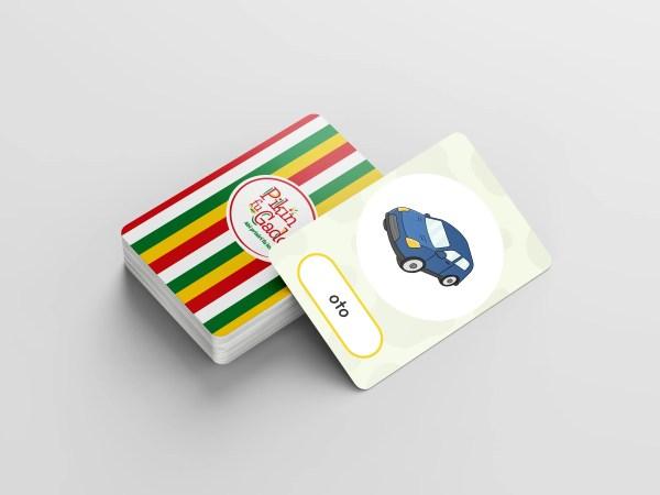 Pak speelkaarten met de afbeelding van een auto
