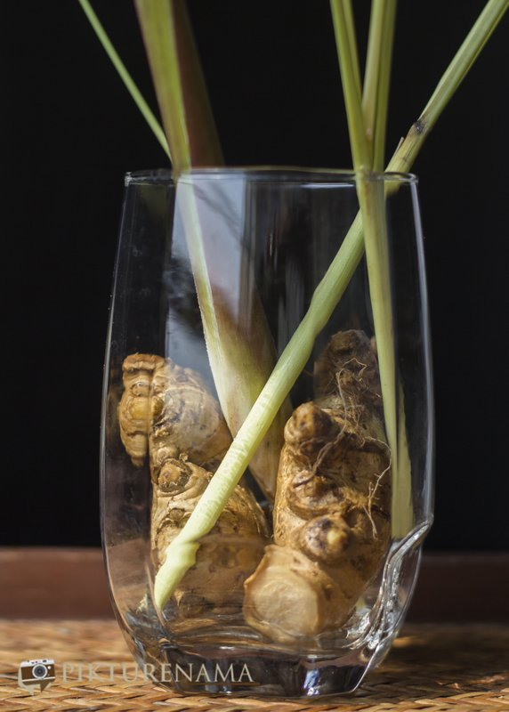 Ingredients of Iced tea with lemongrass and ginger by pikturenama