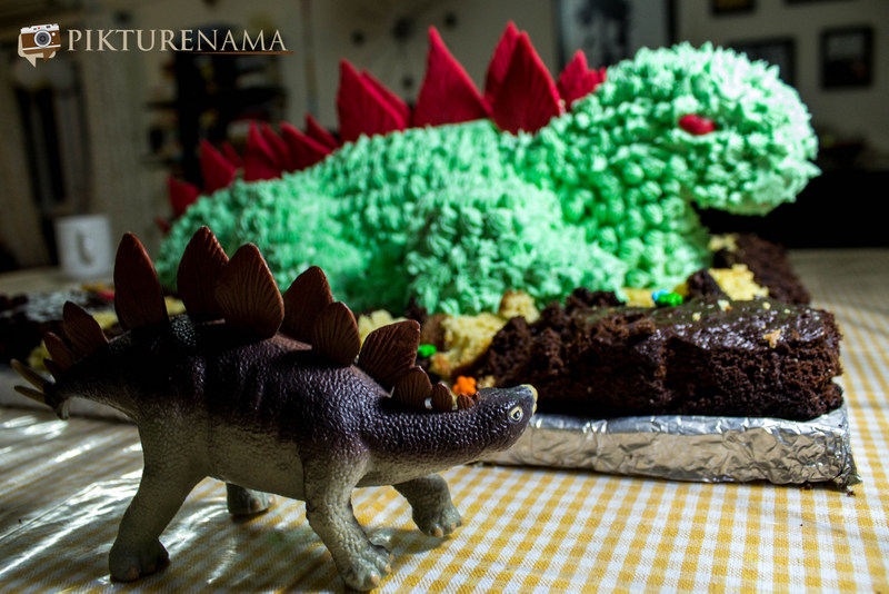 The toy and the Dinosaur Cake by pikturenama