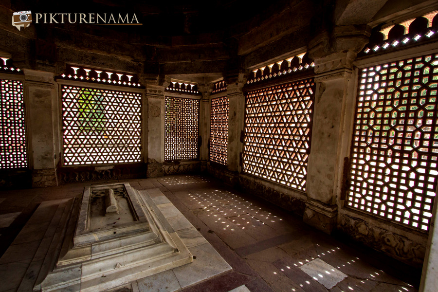Qutub Minar and Qutub complex tomb of Imam Zamim