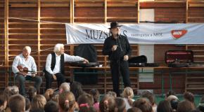 Rendhagyó énekóra a Muzsikás együttessel