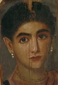 Donna romana con orecchini