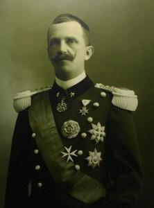 Rei Vittorio Emanuele III, famosa pela sua pequena estatura