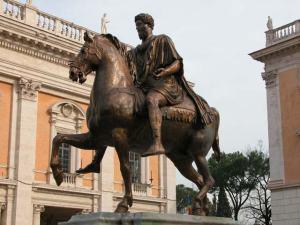 Statua equestre di Marco Aurelio. Nel Medioevo, durante una serata di festeggiamenti, il cavallo venne totalmente riempito di vino