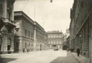 Una vecchia fotografia di Via Morone a Milano, dove abitò Alessandro Manzoni
