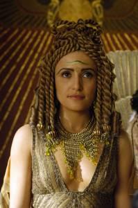 Cleópatra em um drama de TV. La regina d'Egitto faceva cospargere di profumo le vele delle navi