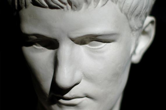 Caligola Transvestit