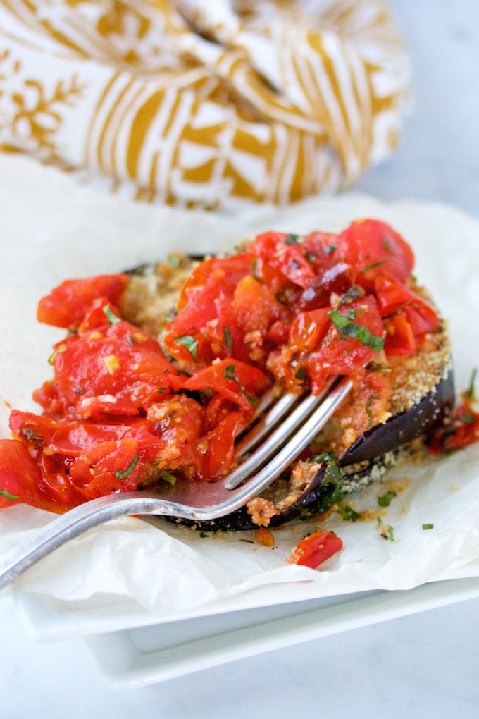 Berenjena empanizada con tomate cherry.pv