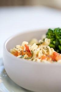Pasta con broccolini y tomate