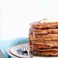 Hotcakes con manzana y avena