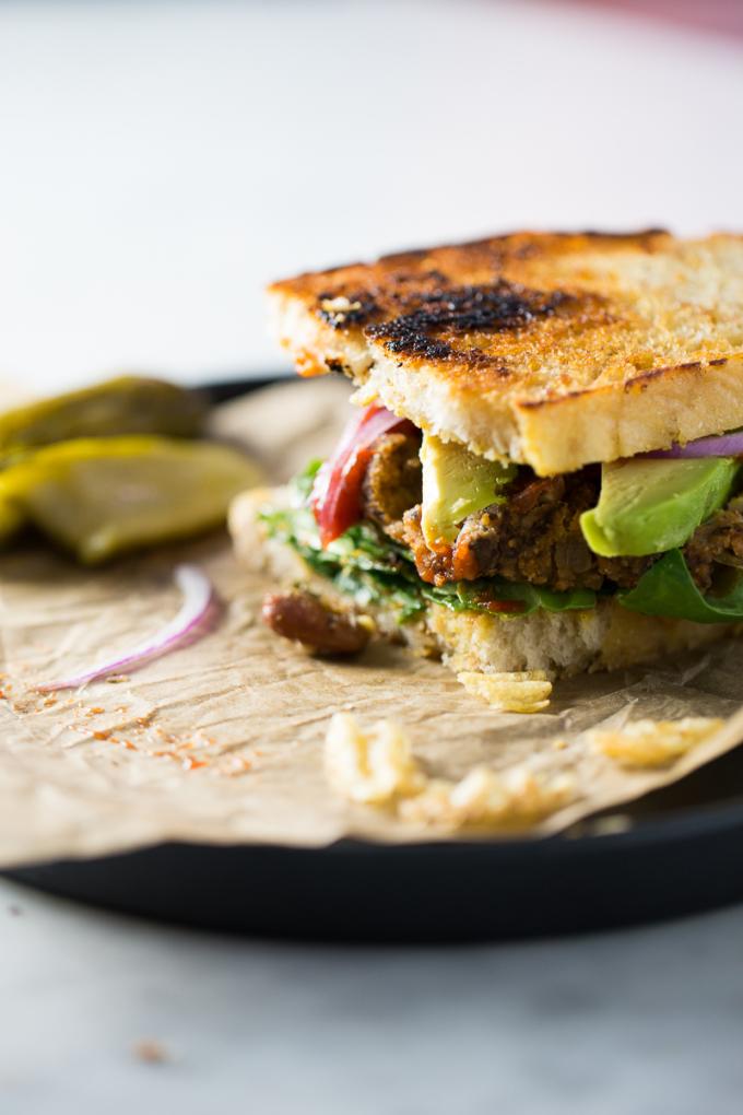Veganas deliciosas, faciles y nutritivas. Hamburguesas de verano con papa, frijol y champiñones.