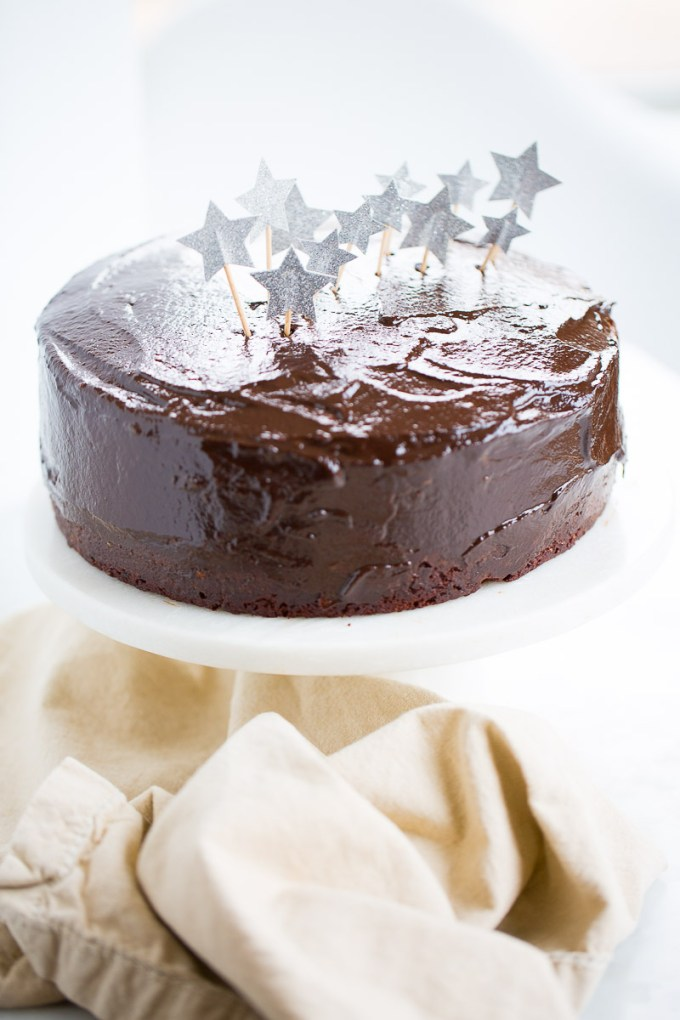 Pasteld e chocolate vegano con estrellas de papel