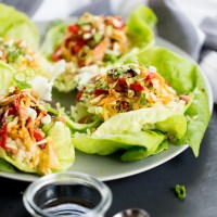 Taquitos chinos de lechuga con quinoa