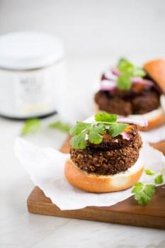 Black bean and mole burgers recipe. Easy, delicious and vegan.