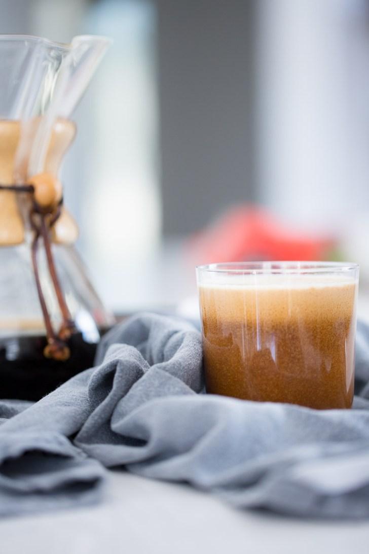 Receta de latte con leche de coco hecha en casa. Receta vegana super fáceil de hacermdemdos maneras.