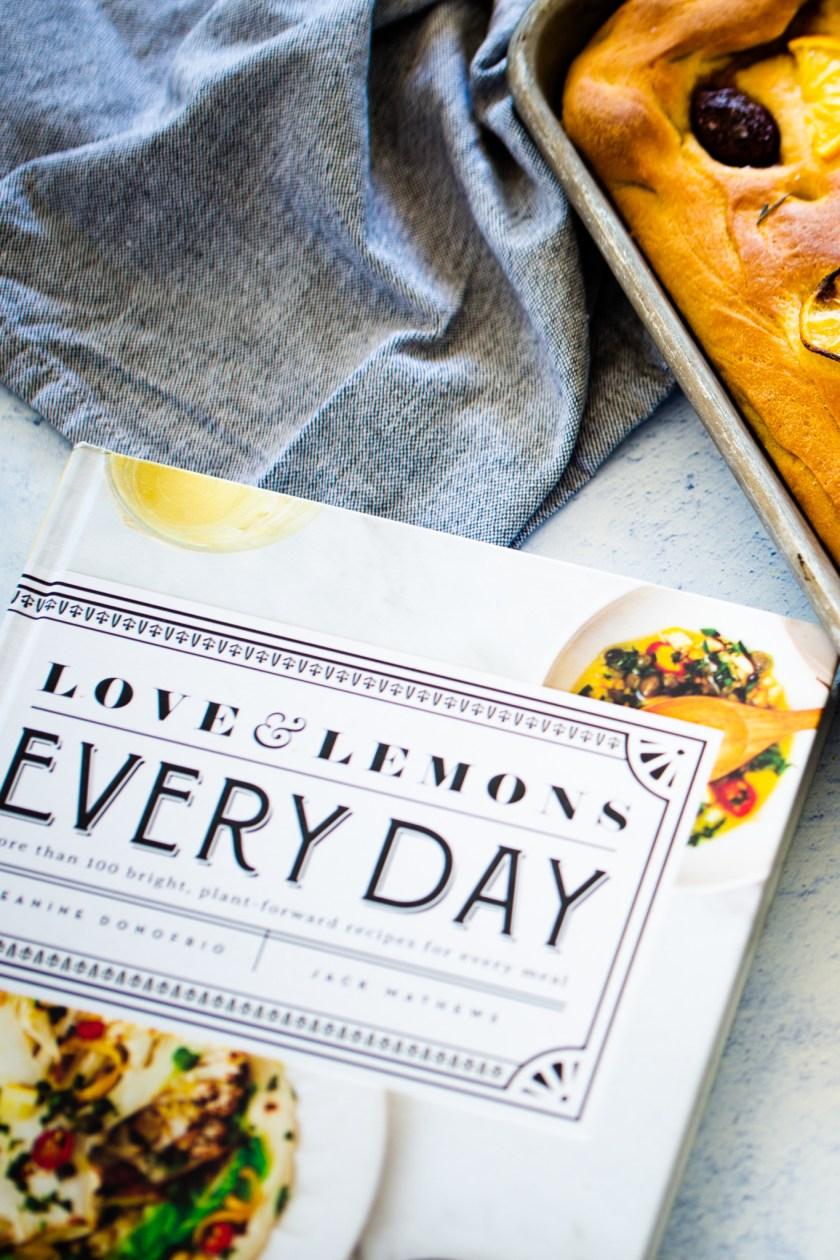 focaccia de limón y aceitunas