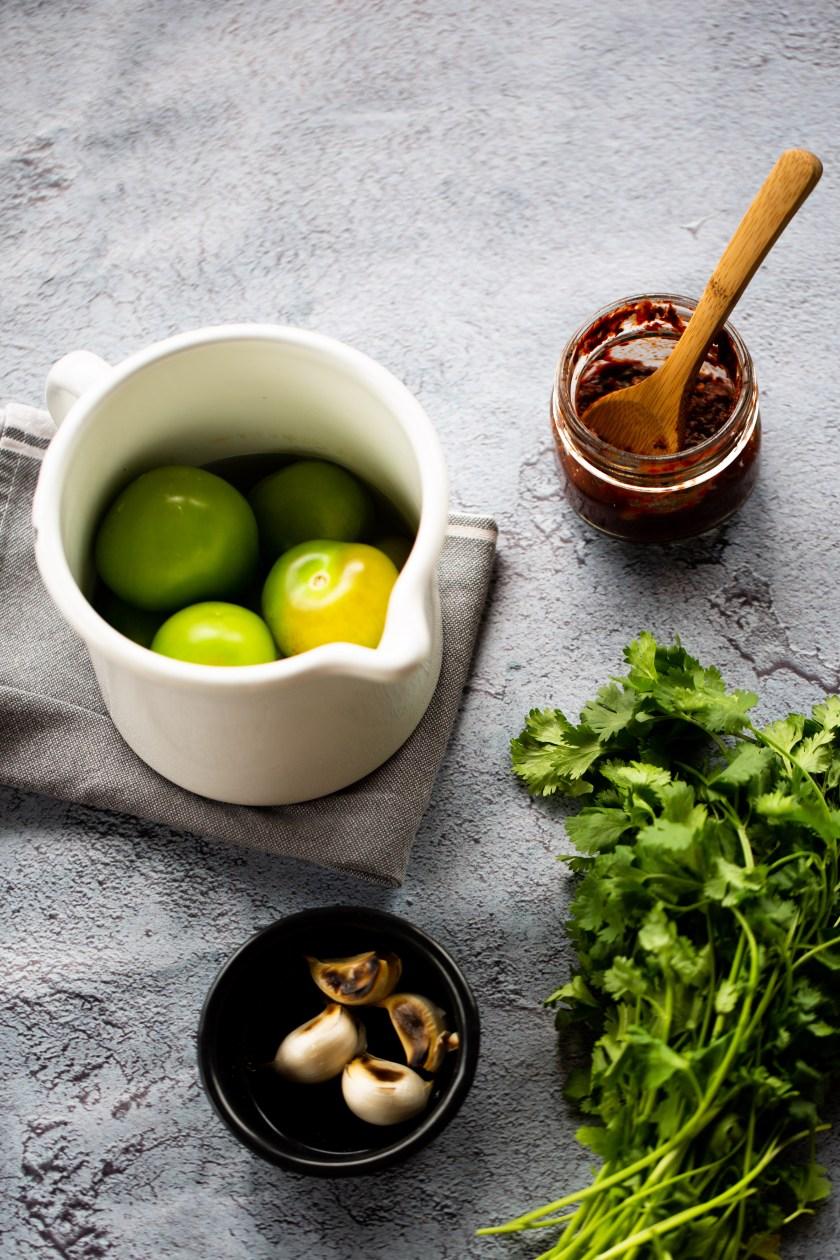 ingredientes para hacer salsa mexicana verde con chipotle