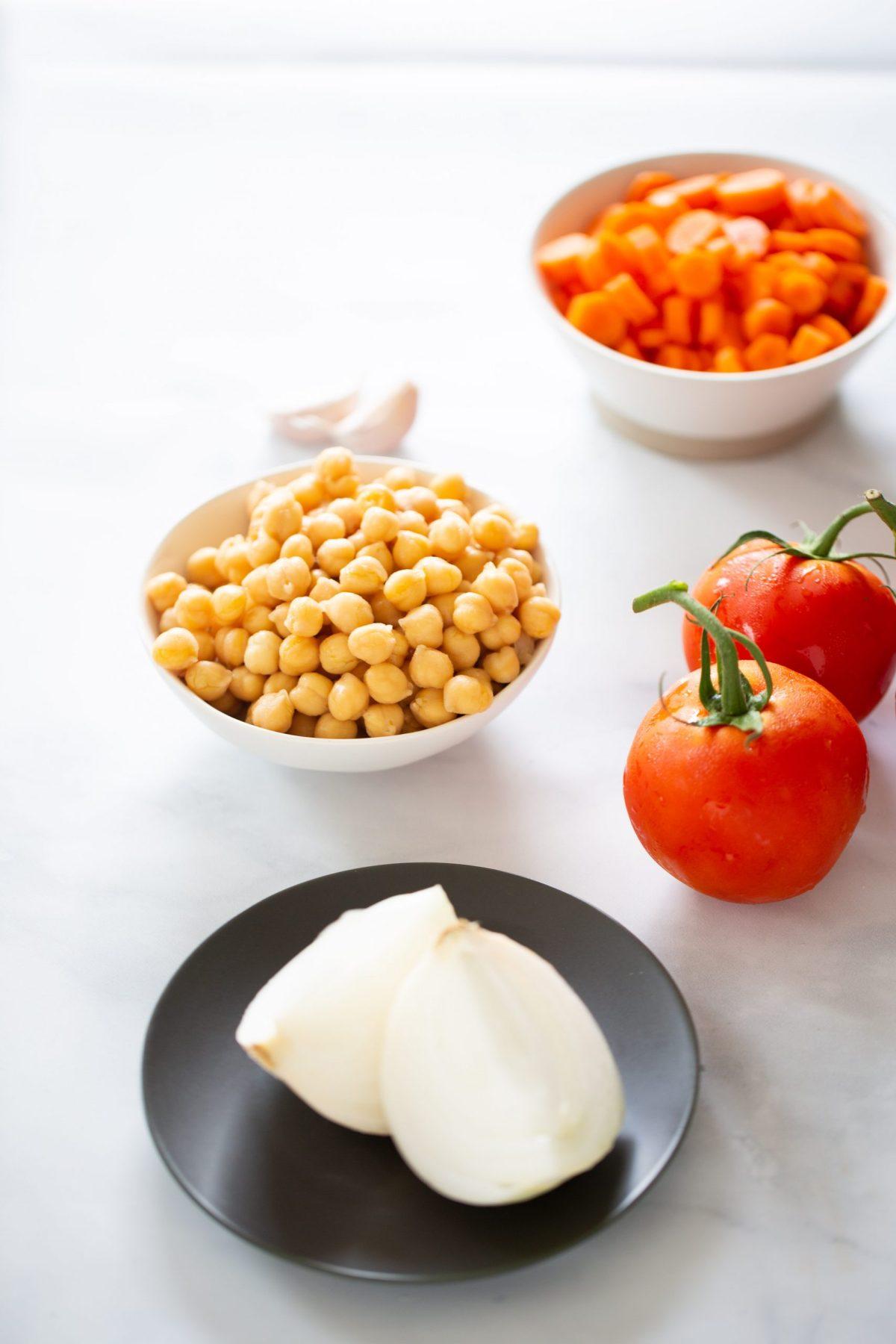 Ingredientes para hacer sopa mexicana.