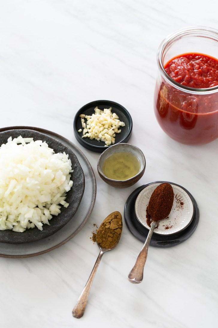 Ingredientes para hacer salsa de enchiladas