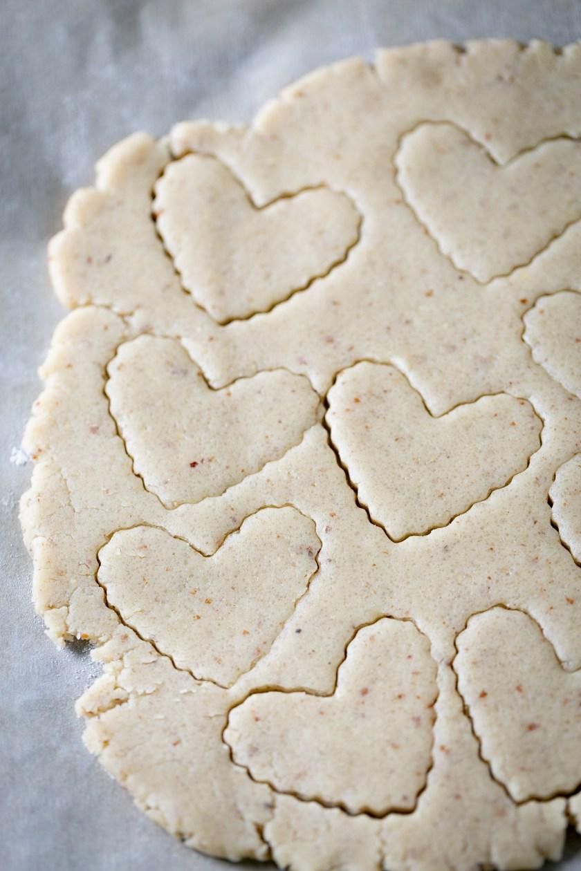 masa extendida con galletas cortadas
