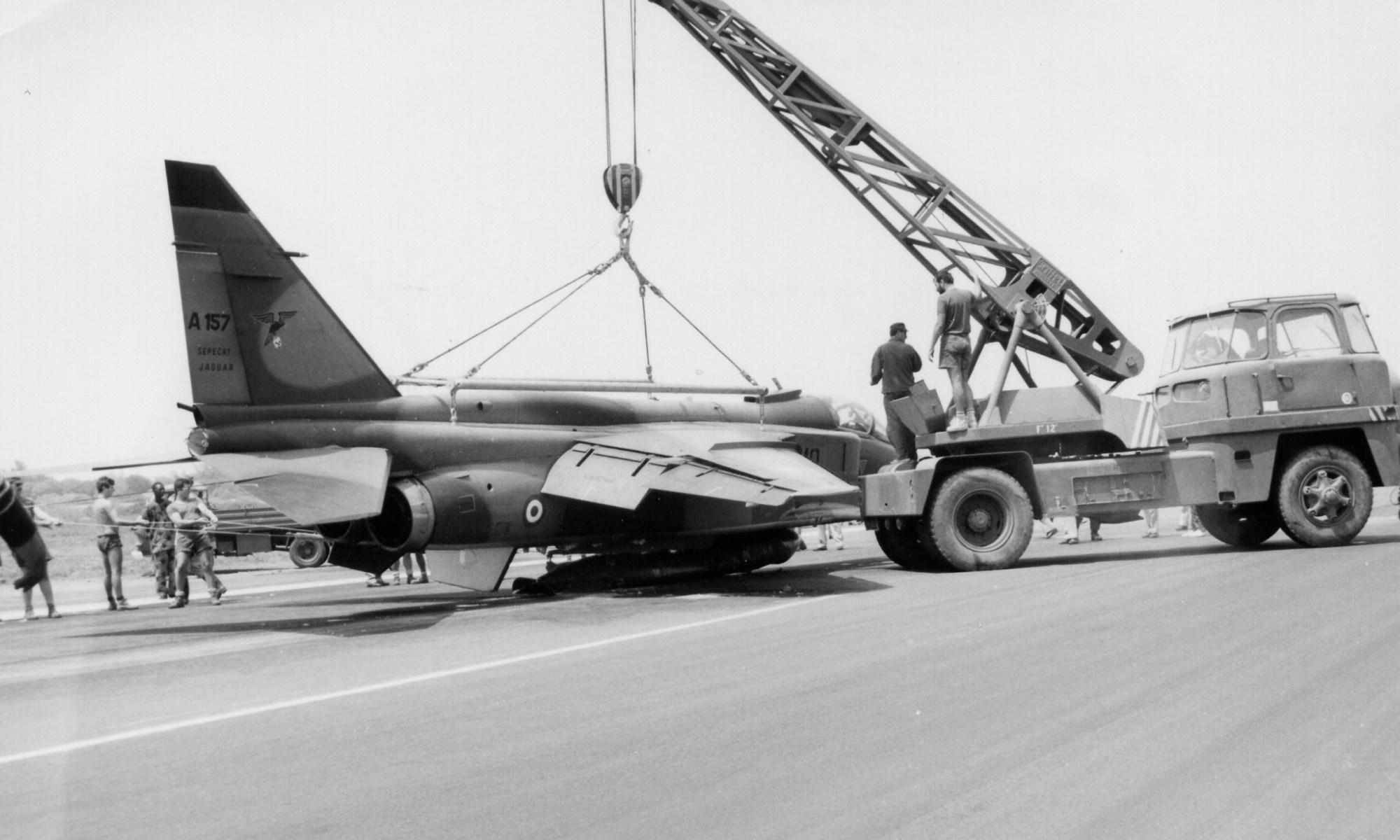 Jaguar A 157 atr sur bidon Dakar 02.