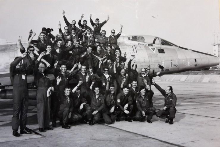 L'escadron EC 2/11 gagne la Coupe AIRCENT ; l'équipe vainqueur mécanos/pilotes