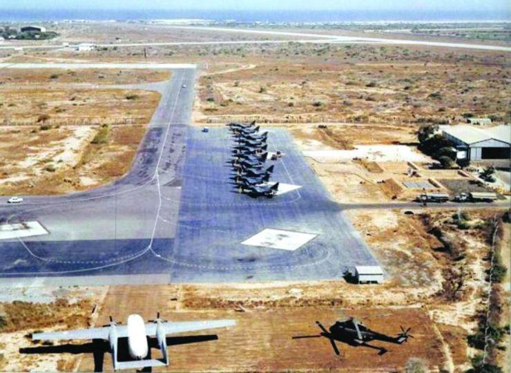 DAKAR : l'aéroport et la piste
