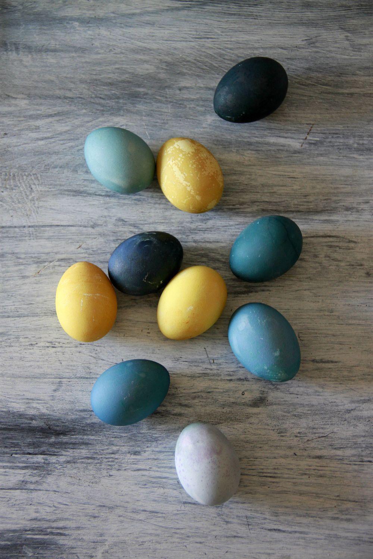 Cómo teñir huevos de Pascua con colorantes naturales | Pimienta y Purpurina