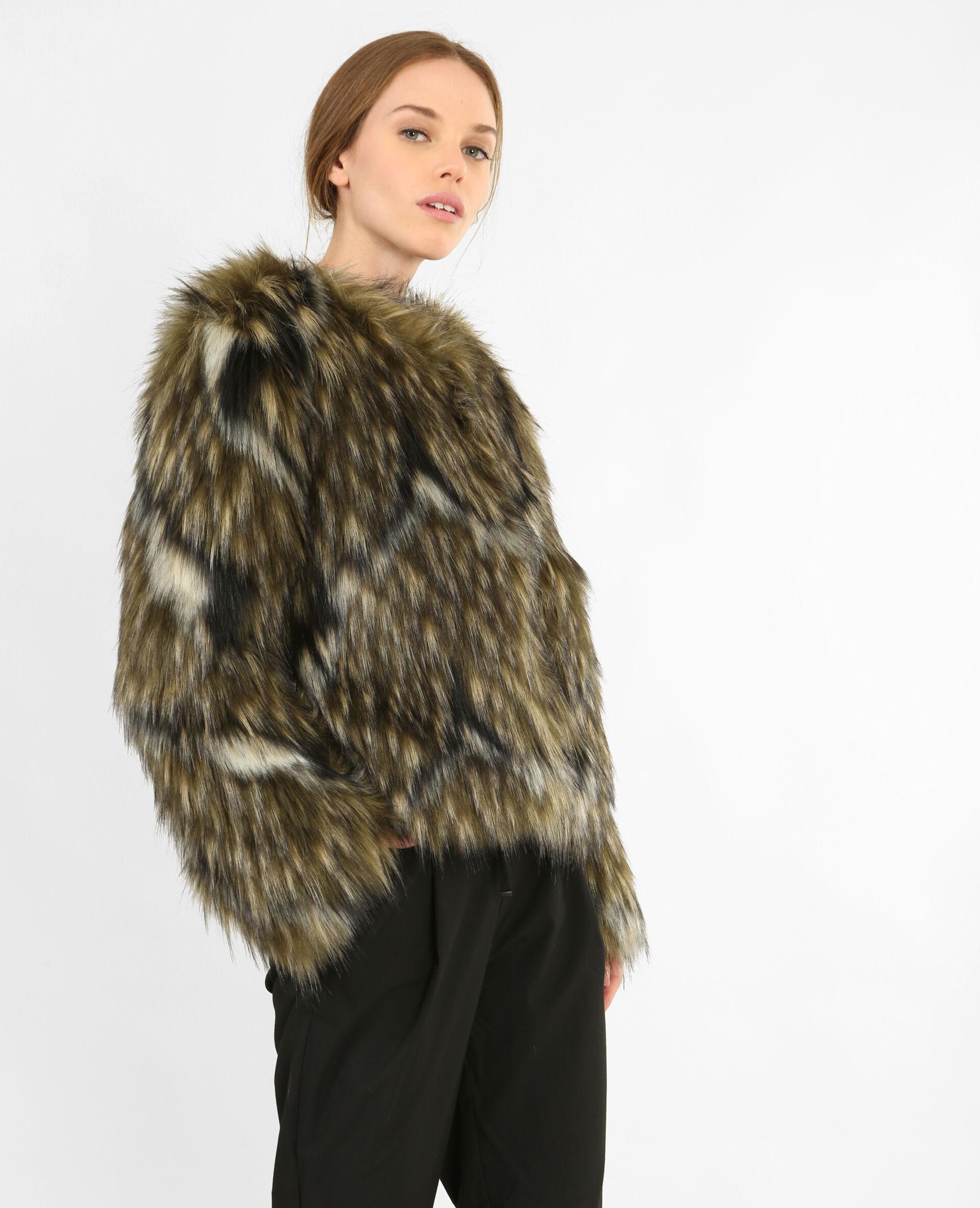 Manteau court en fausse fourrure gris