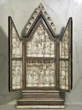 Arte degli Embriachi (Sec. XV), Annunciazione, Crocifissione, orazione nell'Orto e Santi. Negli sportelli due angeli oranti