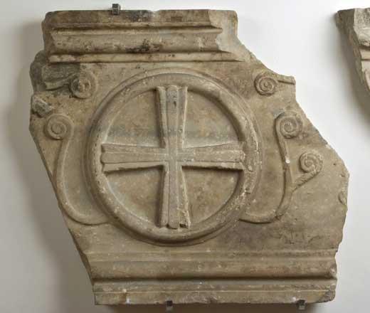 Anonimo bizantino- ravennate Sec. VII, Frammenti di sarcofago raffiguranti la Croce e motivi naturalistici