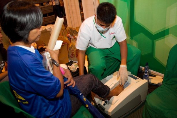 Anlene conducts bone-screening tests.