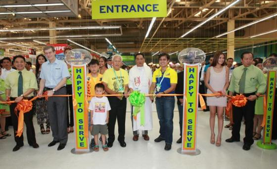 L-R SM Hypermarket EVP Robert Kwee, Nestle Philippines Chief Executive Officer John Miller, Manila Mayor Alfredo Lim, Fr. Alfredo Sabado, Manila Vice Mayor Isko Moreno, Actress Isabel Oli and SM Hypermarket President Herbert Sy during the store's opening ceremony.