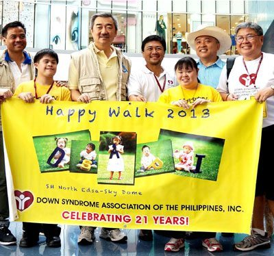 (l-r) VP Bien Mateo, Program Director for SM Cares for PWDs; Hans T. Sy, Pres of SM Prime Holdings, Elmer Lapena, DSAPI President; Henry Ocier of Tagaytay Highlands, and Tony Pascia , DSAPI Chairman.