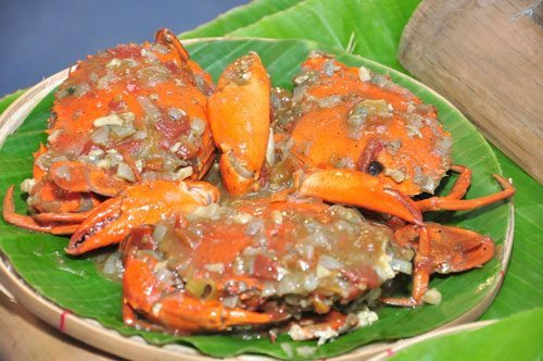 Pinatisang Alimango was the favorite food of the Lakambini of the Katipunan, Gregoria de Jesus. Blue crabs and mud crabs were in abundance at that time, and this dish was cooked in fish sauce to make the aligue saucy.