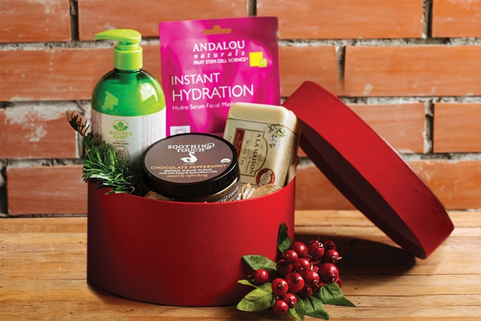 The Mistletoe includes Giovanni Ultra-Moist Travel Size Shampoo, Giovanni Ultra-Moist Travel Size Conditioner, Saavy Green Tea & Lime Bar Soap. Giovanni Invigorating Travel Size Shave Cream. Php 595