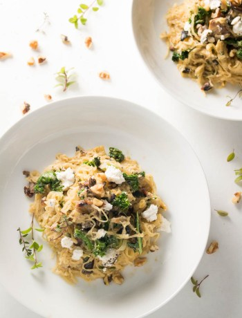 Spaghetti squash with mushrooms, walnuts, kale, and a nutmeg cream sauce is a naturally sweet, earthy dish that's simple to make, low carb, and gluten free. Great for Meatless Mondays or Meatless Fridays! There are also some great tips for the best way to cook a spaghetti squash! | www.pinchmeimeating.com