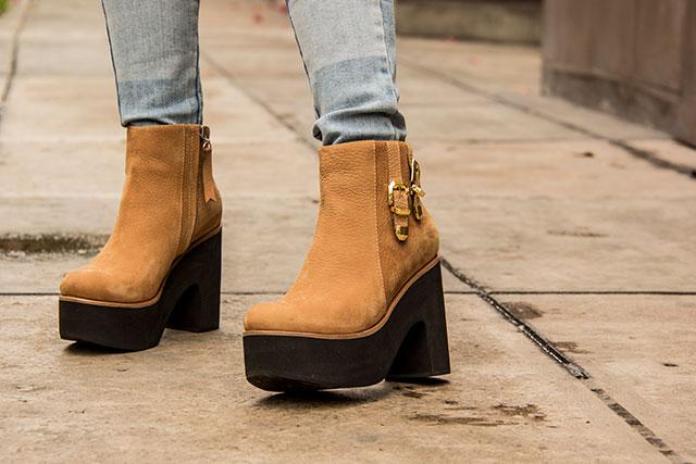 ce6db2982da Hoy te muestro cómo combinar uno de los zapatos de moda este invierno  los  botines con plataforma. El calzado ideal para las que quieren verse altas  pero ...