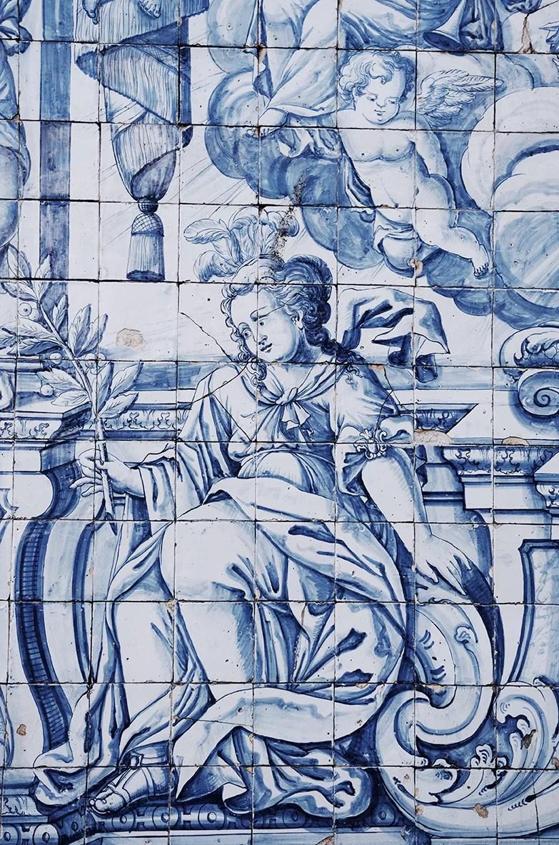 Malunki na scianach w Porto