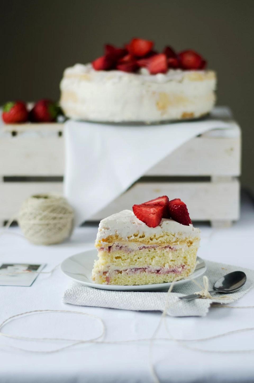 prosty przepis na tort z truskawkami