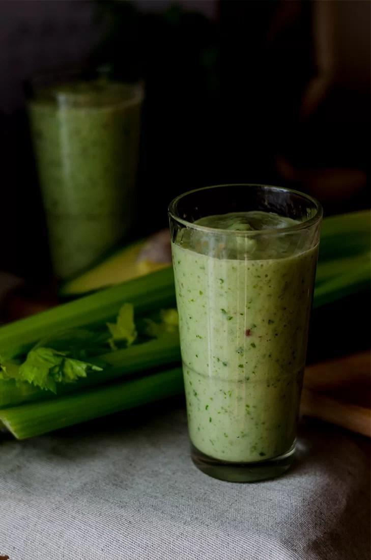 Zielone koktajle z selerem i awokado