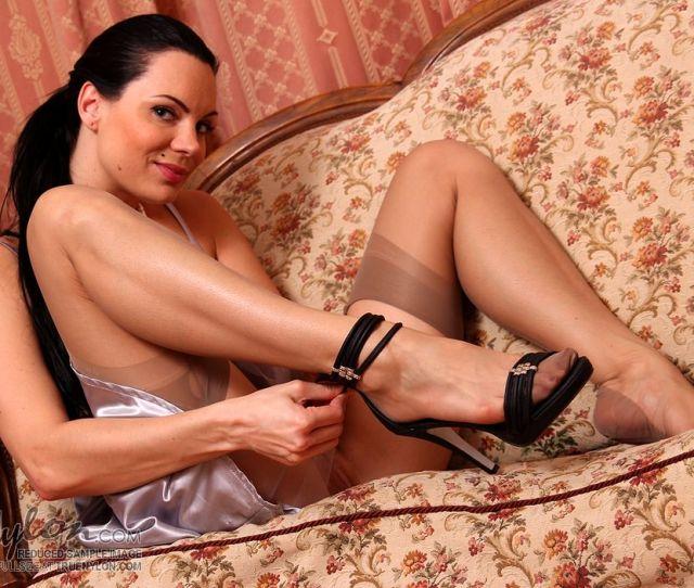 True Nylon 730 Lady_teases_in_sheer_ff_stockings Pthumbs 04 Jpg