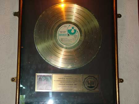 "The inscription on this Gold Record that was sent in by Frank Parrish reads: Presented to HARVEST RECORDS.INC To commemorate the sale of more than 500,000 copies of the HARVEST RECORDS.INC Long Playing Record Album ""Ummagumma"" (Pic taken April 2004. Thanks Frank)"