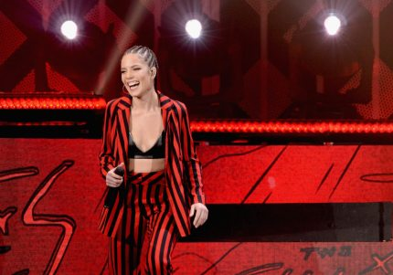 ROSEMONT, IL - DECEMBER 13:  Halsey performs onstage during 103.5 KISS FM's Jingle Ball 2017 at Allstate Arena on December 13, 2017 in Rosemont, Illinois.  (Photo by Daniel Boczarski/Getty Images for iHeartMedia )
