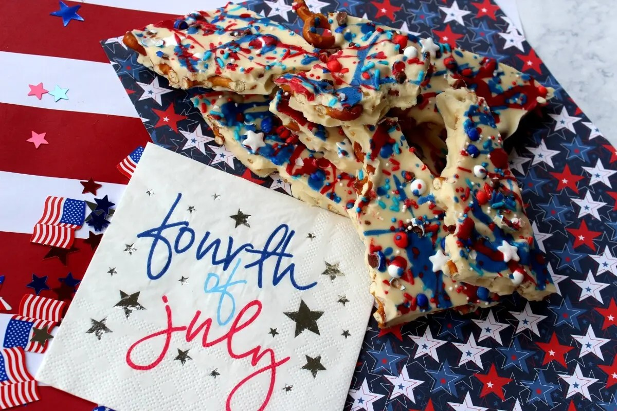 4th of July Almond Pretzel Bark Recipe