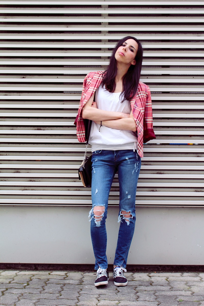 ripped jeans white shirt blazer