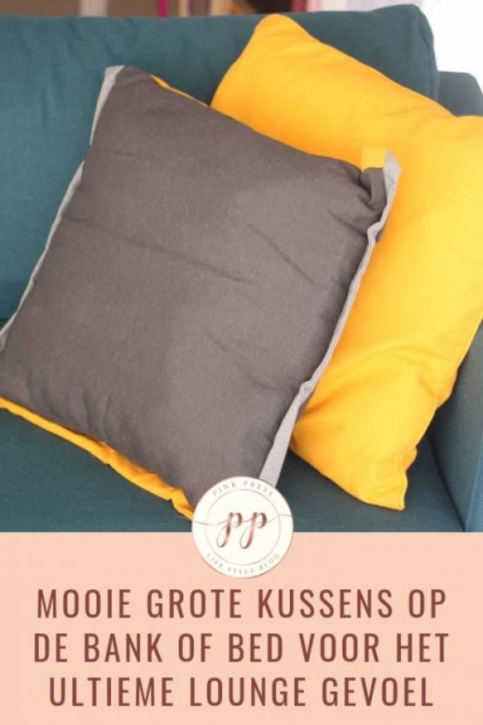 mooie grote kussens op bank of bed voor het ultieme loungegevoel - DIY bed maken: palletbed van steigerhout