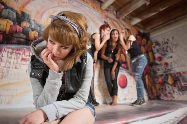 agressieve tienermeisjes - Waar komen al die agressieve tienermeisjes toch vandaan?